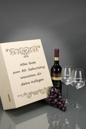 Rotwein-Sets in Holzkiste